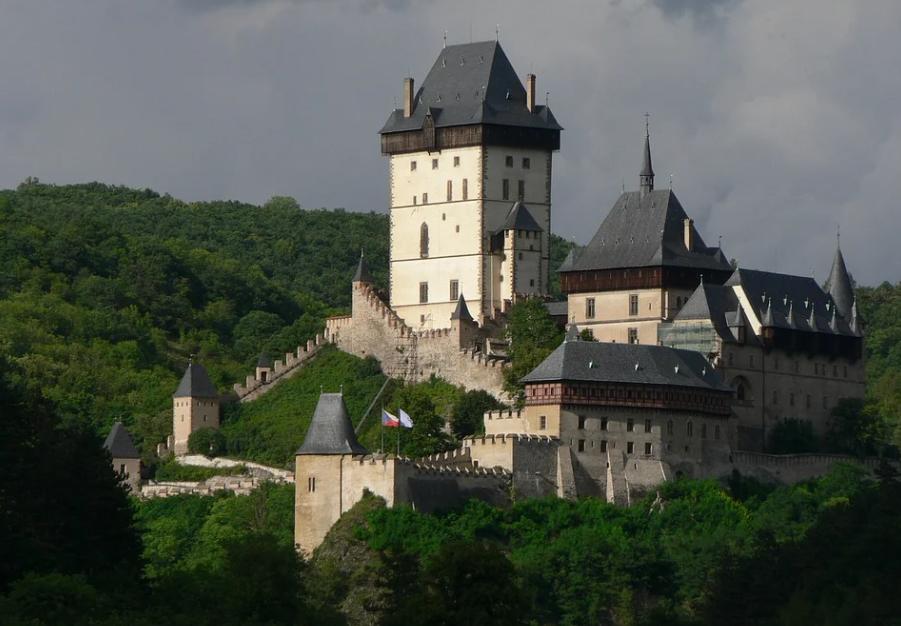 Půjčovna dodávek Praha 4 zajistí vůz na krátkodobé i dlouhodobé pronájmy