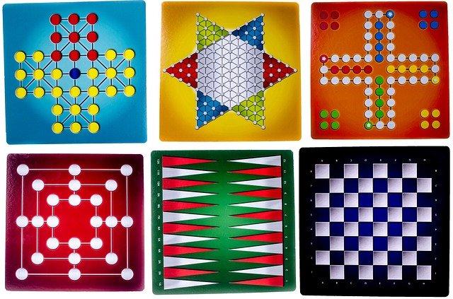 šest deskových her