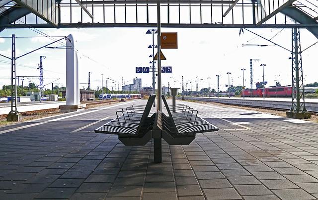 sezení na nádraží