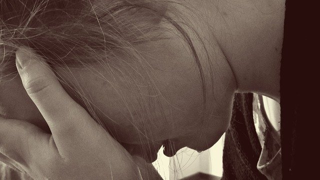 ubrečená holka