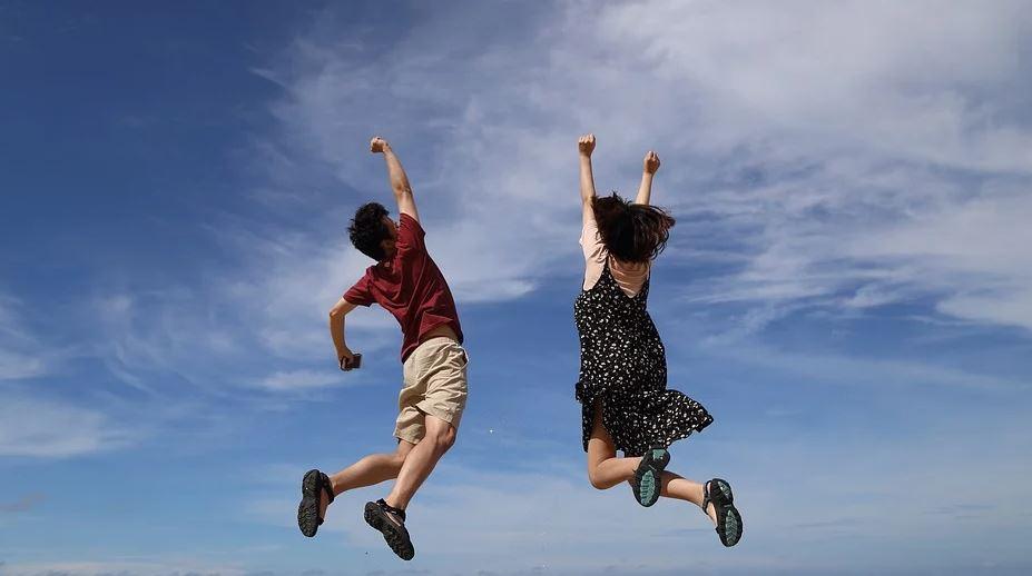 skákající pár